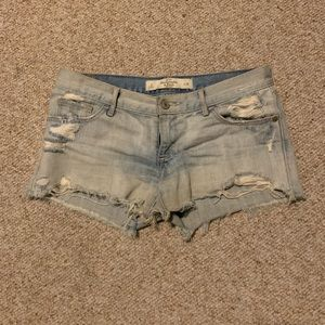Low-rise distressed denim shorts | size 26